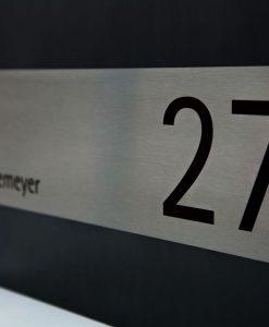 Wandbriefkasten mit Hausnummer