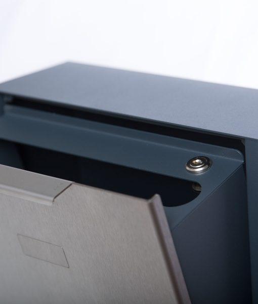 Briefkasten Edelstahl Modell B4 Big geöffnet
